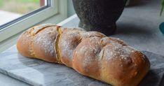 Verdens beste loff - Lær deg å lage hjemmelaget fletteloff | Gladkokken Sweet Desserts, Baguette, Bread Recipes, Bakery Recipes