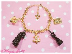 112KA7-13366 Chess Chocolateブレスレット Brand:  Angelic Pretty Item Type:  Jewelry Price:  ¥3,675 Year:  2011 Colors:  Brown, Ivory Other notes:  Also comes in antique gold.  Alloy Motif: King: Length:About 3.2cm Horizontal:About 1.2cm Knight: Length:About 3.1cm Horizontal:About 1.5cm  Charm bracelet