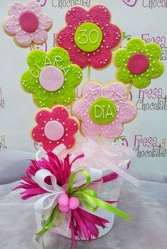 Maceta de Flores para regalar. Cookies Cupcake, Mother's Day Cookies, Cookie Frosting, Fancy Cookies, Flower Cookies, Iced Cookies, Cute Cookies, Easter Cookies, Royal Icing Cookies