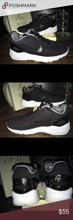 Shop Women s Nike Black White size Sneakers at a discounted price at  Poshmark. Description  Really amazing Nike Black  black Unique women s  Practically new ... 016ee5cd3