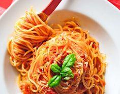 Spaghetti with tomato sauce! Greek Recipes, Vegan Recipes, Food Categories, Orzo, Mediterranean Recipes, Tomato Sauce, Spaghetti, Food And Drink, Vegetarian