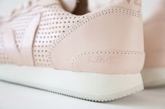 HOLIDAY LOW TOP LEATHER VIRGIN PERFORATED #veja #vejashoes #vejaholiday #kicksoftheday #fallessential