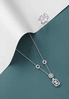 Echoing the mosaic art that has adorned architecture for millenia, Boodles 'Mosaic' collection is an ode to the hexagon. Found in nature as well as art, the hexagon has a satisfying internal geometry that has long served as a sign of unity and balance.