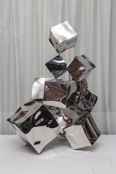Rado Kirov mastered the art of manipulating stainless steel into a liquid shape. The Mercury Effect can be used to bring life to any interior and exterior design piece in need of a design rebirth. Public Art, Installation Art, Exterior Design, Sculpture Art, Illustration Art, Rado, Shapes, Ceramics, Statue