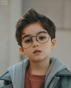 Do you think I'll say something about Harry Potter? Not this time lol Spider man, don't you think so? Cute Asian Babies, Korean Babies, Cute Babies, Cute Little Boys, Cute Baby Boy, Cute Boys, Kids Boys, Baby Kids, Handsome Kids