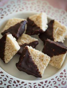 #Raw white chocolate coconut truffles #vegan