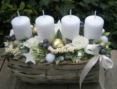 Christmas Advent Wreath, Handmade Christmas Decorations, Christmas Porch, Christmas Candles, Christmas Centerpieces, Winter Christmas, Christmas Holidays, Xmas, Yule