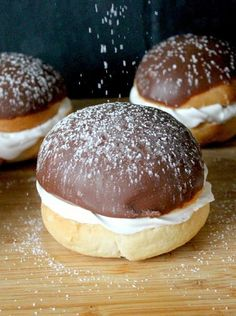 A declaration of love to the gossip roll {in a new edition} – Dessert Ideas Baking Recipes, Cake Recipes, German Desserts, Sweet Bakery, Food Cakes, No Bake Cake, Love Food, Sweet Recipes, Sweet Treats