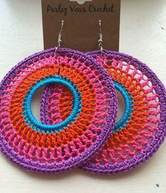 Brinco de Crochê: 35 Modelos para Fazer e Vender Crochet Jewelry Patterns, Crochet Earrings Pattern, Bead Crochet, Crochet Accessories, Crochet Crafts, Crochet Projects, Crochet Necklace, Crochet Minecraft, Confection Au Crochet