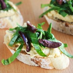 Crostini with hummus and spinach-olive slaw