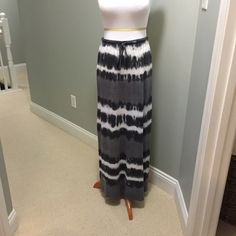 """C&C California long knit tie die skirt Knit skirt...50% poly/38% ctn/12% rayon...can be worn as skirt or dress..great boho coverup..approx 41"""" long...gently worn C&C California Skirts"""