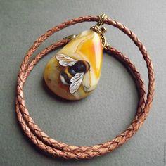 """Купить Кулон с росписью """"Шмель"""" - оранжевый, желтый, шмель, кулон на шнуре, кулон с росписью"""