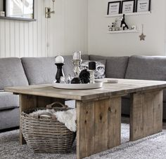 Hjemmelaget bord beiset i værbitt tre fra Lady. House Styles, Home And Living, Home Living Room, Furniture, Interior, Home Diy, Diy Furniture, Coffee Table, Home Decor