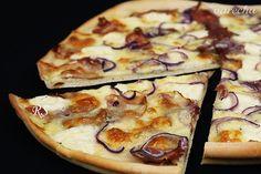 Dokonale tenká pizza s bryndzou (videorecept) - recept   Varecha.sk Mozzarella, Vegetable Pizza, Vegetables, Food, Basket, Essen, Vegetable Recipes, Meals, Yemek