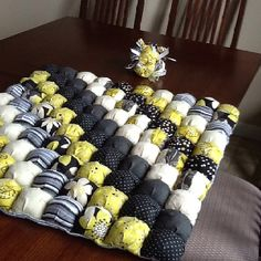 My first quilt. This is a puff quilt also known as a biscuit quilt. It was lots of fun to make. Thank you The Olsen Family Bog. Biscuit Quilt, Bubble Quilt, Puff Quilt, Simple Projects, Olsen, Quilting Designs, Baby Quilts, Quilt Blocks, Needlework