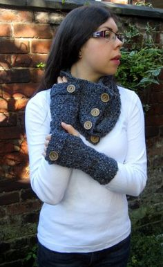 easy textured cowl (with link to the matching fingerless gloves) Crochet Mittens, Crochet Gloves, Crochet Scarves, Crochet Crafts, Crochet Yarn, Crochet Hooks, Crochet Fingerless Gloves Free Pattern, Fingerless Gloves Knitted, Chrochet