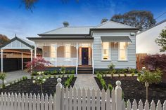 Corrugated iron victorian house exterior with picket fence & landscaped garden - House Facade photo 525289 Facade Design, Exterior Design, House Design, Exterior Color Schemes, Exterior House Colors, Colour Schemes, Victorian Homes Exterior, Victorian House, Victorian Era