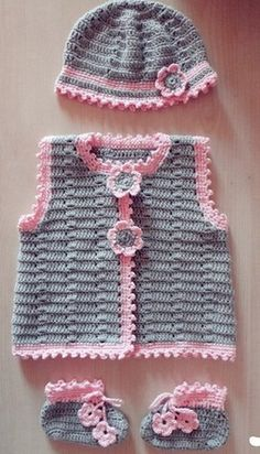 Crochet beautiful set for the smallest, consisting of a jacket, hat and bootees. Pattern for crochet baby set Source by yayatua Sets Baby Girl Crochet, Crochet Baby Clothes, Crochet For Kids, Gilet Crochet, Knit Crochet, Crochet Hats, Baby Sweaters, Crochet Designs, Crochet Patterns