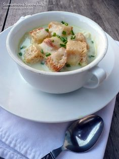 Creamy Havarti Cabbage Soup with Cheddar Croutons ~ Sumptuous Spoonfuls Vegetarian Cabbage, Vegetarian Soup, Easy Eat, Sprout Recipes, Soup And Sandwich, Cabbage Soup, Cooking Recipes, Cooking Ideas, Diet Recipes