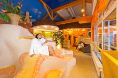 Wärmebank im Wellnessbereich - Sport- & Familienhotel Frühauf, Österreich - Kärnten Hotel Wellness, Fair Grounds, Sport, Disney Princess, Disney Characters, Fun, Sports, Disney Princes, Funny