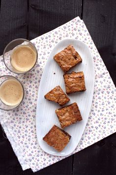 My Little Expat Kitchen: Six years, and blondies with walnuts and dark & white chocolate chunks