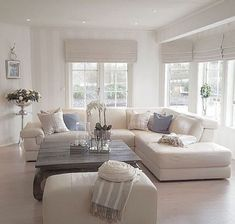 40 Cozy Living Room Designs For Small Spaces - Wohnzimmer Living Room Interior, Home Living Room, Living Room Decor, Apartment Living, Shabby Chic Living Room, Shabby Chic Style, Small Living Rooms, Living Room Designs, Modern Living