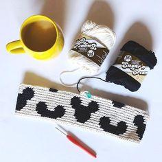 Mickey Zipper Pouch – STUFF STEPH MAKES Crochet Home, Crochet Baby, Knit Crochet, Tapestry Crochet Patterns, Crochet Stitches, Minnie Bow, Mickey Mouse, Single Crochet Stitch, Crochet Purses