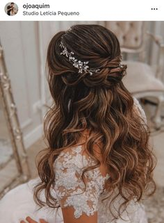 Stunning Wedding Hairstyles For The Elegant Bride - . - - Stunning Wedding Hairstyles For The Elegant Bride – … Saç Stilleri ve Yapımı Atemberaubende Hochzeitsfrisuren für die elegante Braut – # saçaksesuarları Quince Hairstyles, Wedding Hairstyles For Long Hair, Elegant Hairstyles, Hairstyle Wedding, Bridesmaid Hairstyles, Updo Hairstyle, Belle Hairstyle, Sweet 15 Hairstyles, Beautiful Hairstyles