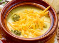 La recette facile de soupe au brocoli et cheddar dans la mijoteuse!