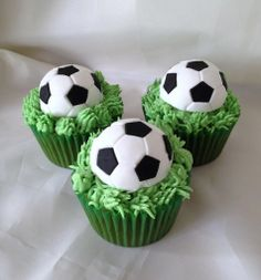Special World Cup Cupcakes Football Cake Design, Football Cupcake Cakes, Soccer Cupcakes, Soccer Cake, Bear Cupcakes, Soccer Birthday Parties, Soccer Party, Sports Party, 4th Birthday