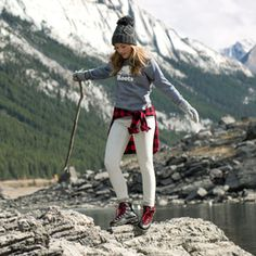 Look and feel top notch inside the outdoors with your elegant and comfortable jogging outfitideas for girls. Cold Weather Outfits, Fall Winter Outfits, Winter Fashion, Winter Hats, Jasper Park, Trekking Outfit, Climbing Outfits, Outdoorsy Style, Outfits
