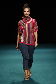 Elena Miró MFShow Curvies SS 17 – MFSHOW Curvy Girl Outfits, Curvy Girl Fashion, Plus Size Fashion, Girl Tips, Plus Size Women, Blouse Designs, Cool Style, Street Style, Radical Acceptance
