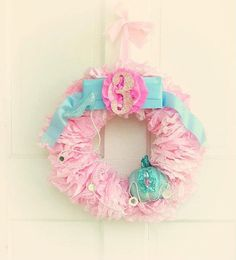 DIY Cinderella princess party wreath. It's easy to make your own or this link takes you to purchase one.