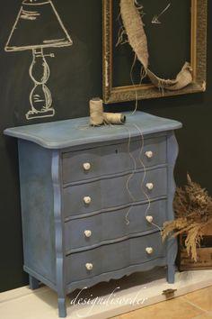 Brush by MacDonald Wlodarski, Warsaw, Poland.  Annie Sloan Chalk Paint ™ Monet Blue- European colour only.