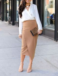 how to wear a beige skirt : clutch + white shirt + nude heels – Street Style Rocks how to wear a beige skirt : clutch + white shirt + nude heels how to wear a beige skirt : clutch + white shirt + nude heels Nude Skirt, Beige Skirt, Office Outfits, Casual Outfits, Casual Office, Work Outfits, Casual Wear, Stylish Office Wear, Emo Outfits