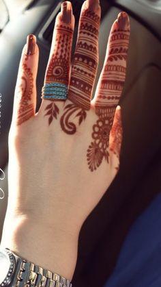 Simple Mehndi Designs Fingers, Finger Mehendi Designs, Pretty Henna Designs, Rose Mehndi Designs, Henna Tattoo Designs Simple, Stylish Mehndi Designs, Latest Bridal Mehndi Designs, Full Hand Mehndi Designs, Mehndi Designs For Girls