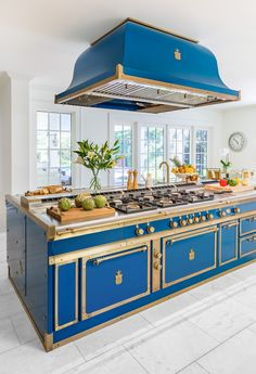 Apr 2020 - Page dedicated to home and interior design enthusiasts. See more ideas about Home decor, Home and Design. Luxury Kitchens, Cool Kitchens, Kitchen Dining, Kitchen Decor, Kitchen Island, Timeless Kitchen, Home And Deco, Beautiful Kitchens, Interior Design Kitchen