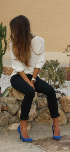 Dark jeans, white blouse, and colorful shoes.