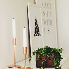 TISDAGSINSPO  #JohannaMagdalenaDesign #inredning #interior #design #homedetails #details #homedecor #stylinginspo #inspiration #svenskdesign #scandinavian #home #dagensinspo #inredningsdesign #interiör #inredningsdetaljer #inredningstips #tipstillhemmet #instahome #posters #tavlor #affisch #print #grafiskdesign #postersonline #webbutik #candles #plant #växt #ljusstakar