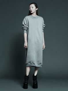 Long sweater dress, complexgeometries -- a/w 2012 Only Fashion, Love Fashion, Fashion Outfits, Womens Fashion, Fashion Design, Winter Fashion 2014, Androgynous Women, Streetwear, Haute Couture Looks