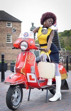 Mod Scooter, Lambretta Scooter, Vespa Scooters, Vespa Girl, Scooter Girl, Red Vespa, Motor Scooters, Funky Fashion, Motorcycles