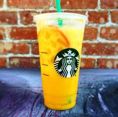 Orange is the new pink! The Orange Drink is the newest ‪ Secret Menu craze! Here's how you order Starbucks Orange Drink: Orange mango juice Add vanilla bean powder Add coconut milk Café Starbucks, Bebidas Do Starbucks, Starbucks Secret Menu Drinks, Starbucks Recipes, Purple Drinks, Colorful Drinks, Orange Drinks, Rainbow Drinks, Secret Menu Items