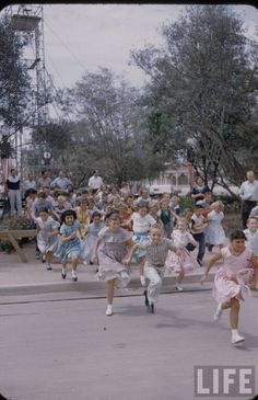 ': Amazing LIFE Magazine Pictures of Disneyland on Opening Day ! - Part One : Main Street U.A & Fantasyland Disneyland Opening Day, Disneyland Secrets, Disneyland Photos, Vintage Disneyland, Disneyland Resort, Disneyland History, Disney Secrets, Old Disney, Disney Love