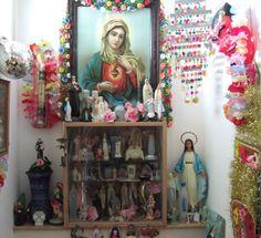 Altar of Inspiration Kitsch, Religious Icons, Religious Art, Tableaux D'inspiration, Home Altar, Spiritus, Altar Decorations, House Decorations, Mexican Art