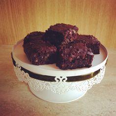 Brownie-t büntetlenül - Anyaként is fitten Healthy Food Options, Healthy Desserts, Vegan Recipes, Vegan Food, Clean Eating, Food And Drink, Tasty, Sweets, Snacks