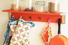 Mooi oranje is niet lelijk! Leuk retro keukenrekje