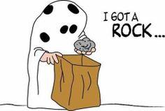 Charlie Brown Halloween Humor looking forward to halloween:) Charlie Brown Halloween, Charlie Brown And Snoopy, Fall Halloween, Happy Halloween, Halloween Humor, Peanuts Halloween, Peanuts Cartoon, Peanuts Gang, I Got A Rock
