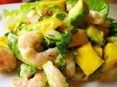 Приготовить салат этого авокадо нужно нарезать кубиками сбрызнуть лимонным соком
