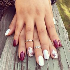 The advantage of the gel is that it allows you to enjoy your French manicure for a long time. There are four different ways to make a French manicure on gel nails. Pink Nail Art, White Nail Art, Gel Nail Art, White Nails, Nail Art Rose, Acrylic Nails, Shellac Nail Designs, White Nail Designs, Fall Nail Designs