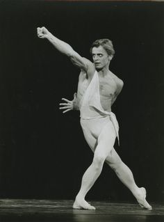 "Photo Originale Mikhail Baryshnikov ""Apollon"" Paris 1979 1980 | eBay Ballet Boys, Male Ballet Dancers, Mikhail Baryshnikov, Ballet Posters, Ballet Russe, Vintage Ballet, Photos Originales, Rudolf Nureyev, Human Poses"